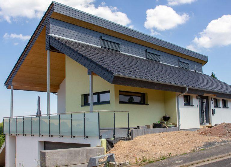Individuelles-Einfamilienhaus-Doernsteinbach-Zimmerei-Wissel-01